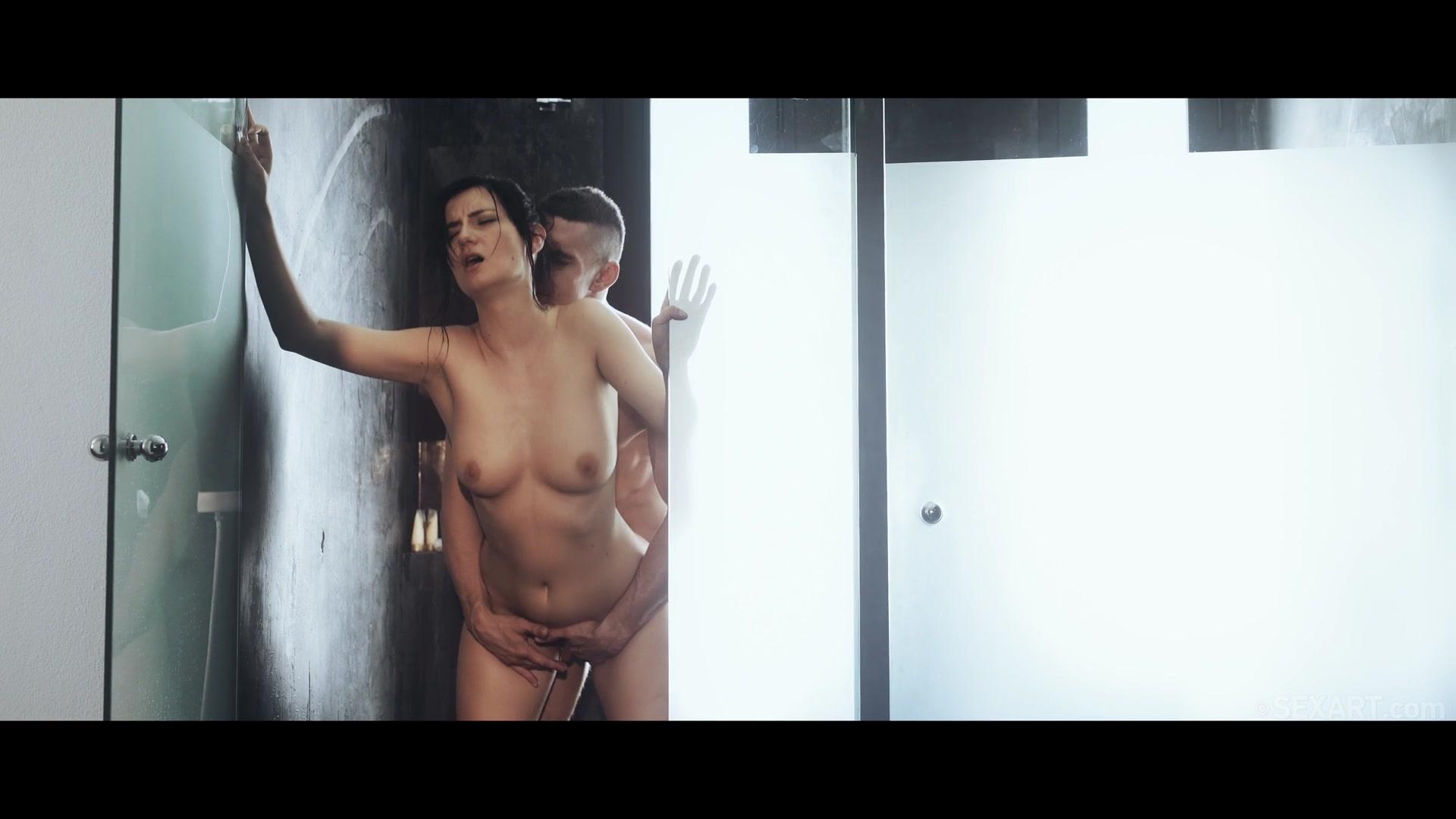 Секс видео красив в душе
